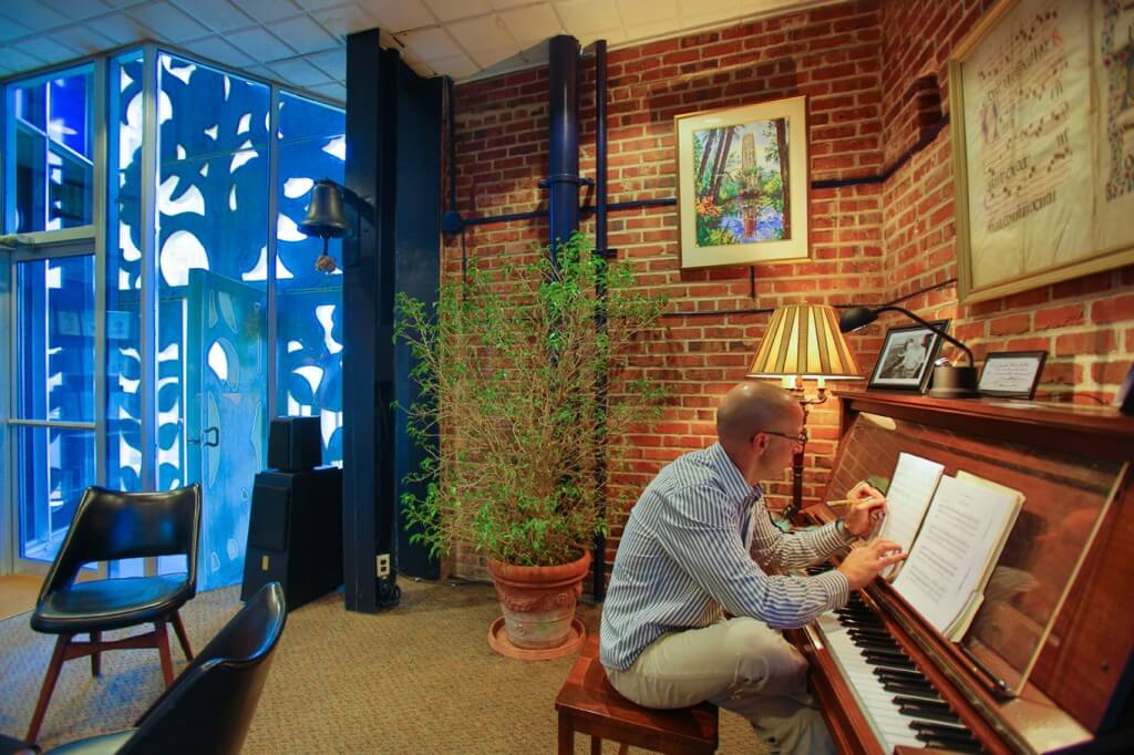 Geert D'hollander working in the Singing Tower. Photo by Michael Potthast.